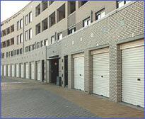 polynorm roldeuren onder appartementen complex